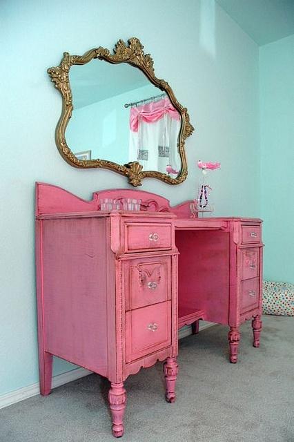 pink vanitu
